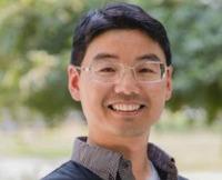 """Flow-regulated growth of TiO2 nanotubes in microfluidics"""